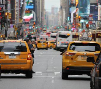 Такси выводят из тени, а Uber становится еще умнее
